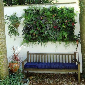como-fazer-jardim-vertical-externo.jpg