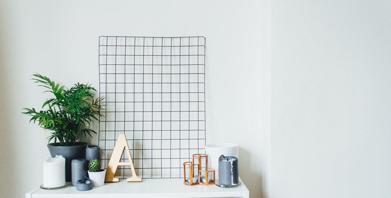 escritório com características de minimalismo