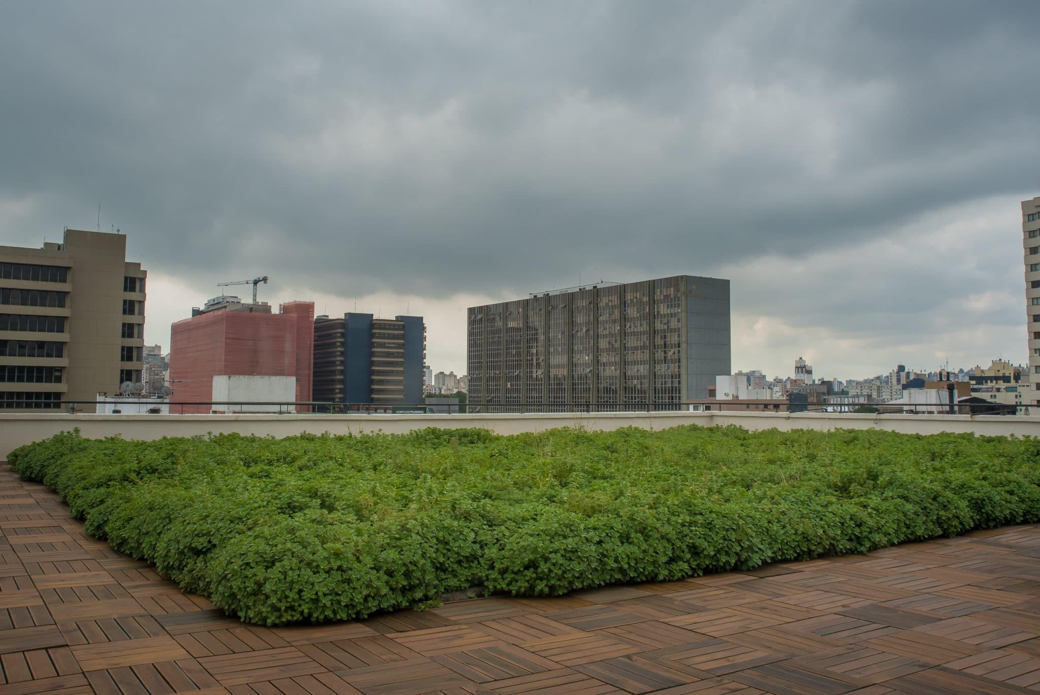 Sistema Azul e Verde Ecotelhado sobre cobertura de prédio