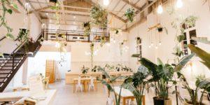 ambiente interno com arquitetura verde ilustrando os benefícios das plantas