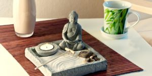 mesa com elementos de feng shui